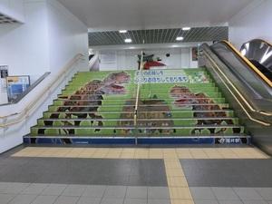 福井駅恐竜の階段.jpg